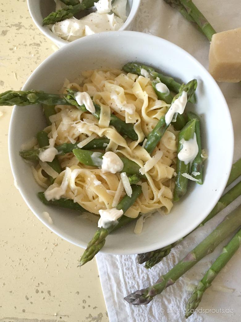 Pasta mit grünem Spargel und Ricotta