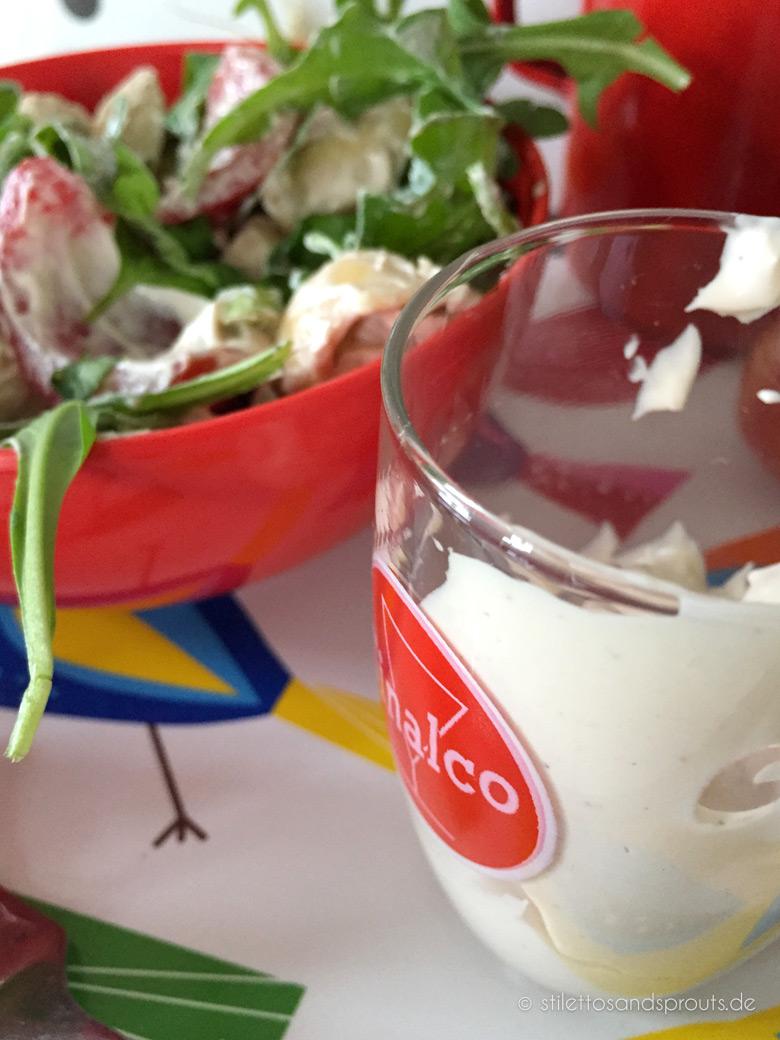 Tortellinisalat mit Rucola und Crème fraîche