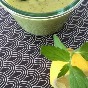Kalte Zucchini-Joghurt Suppe