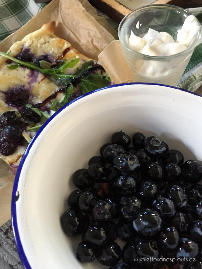 Blaubeer-Flammkuchen