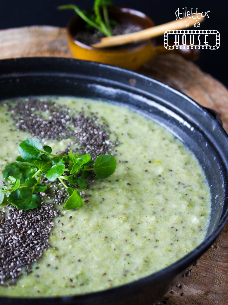 Grüne vegane Suppe