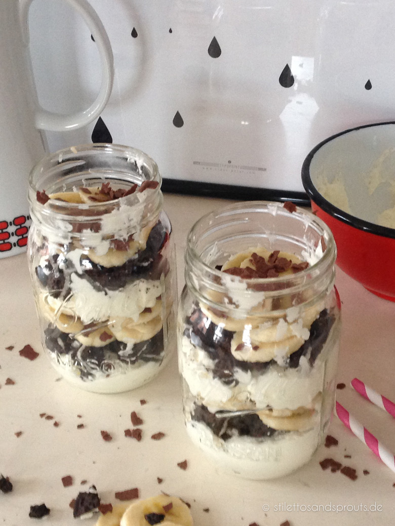 Dessertidee Oreo-Keks-Banana-Crumble im Mason Jar Glas
