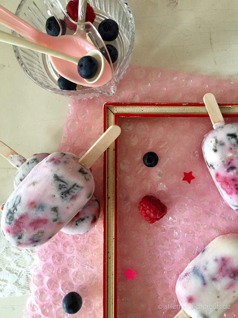berry yogurt swirl popsicles