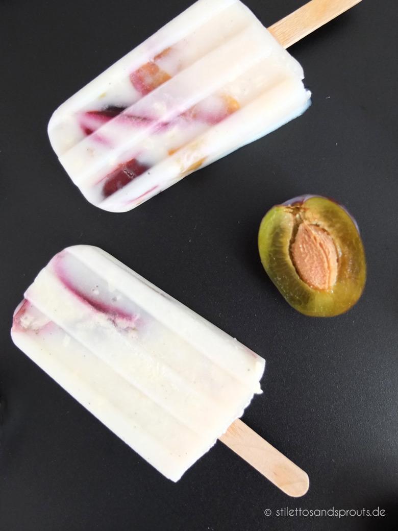 Vanille-Buttermilch-Popsicles mit Zwetschgen