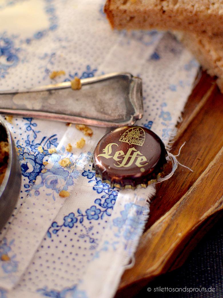 Apfel-Bier-Suppe mit Walnuss-Zimt-Crumble aus dem Ofen