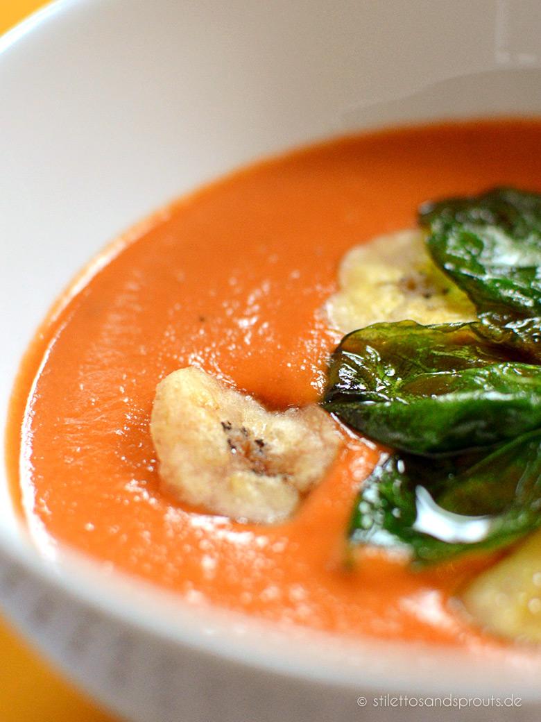 Exotische Tomatensuppe mit Erdnussbutter und Kokosmilch