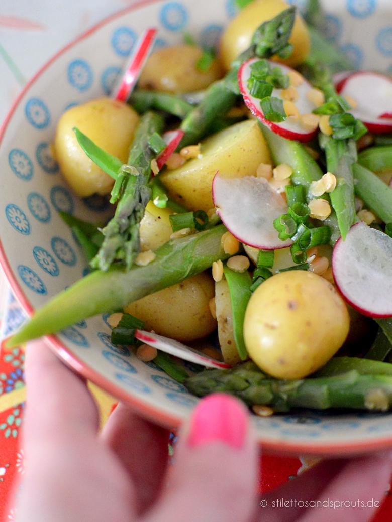 Salat mit grünem Spargel