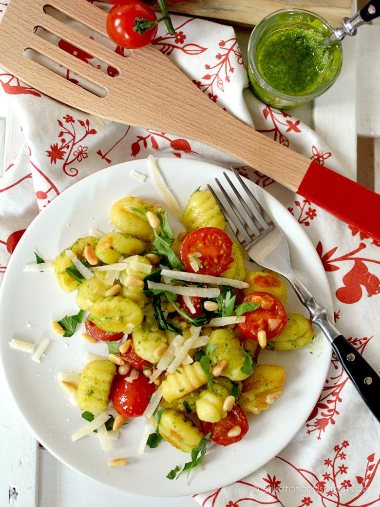 Gnocchi-Salat mit Pesto