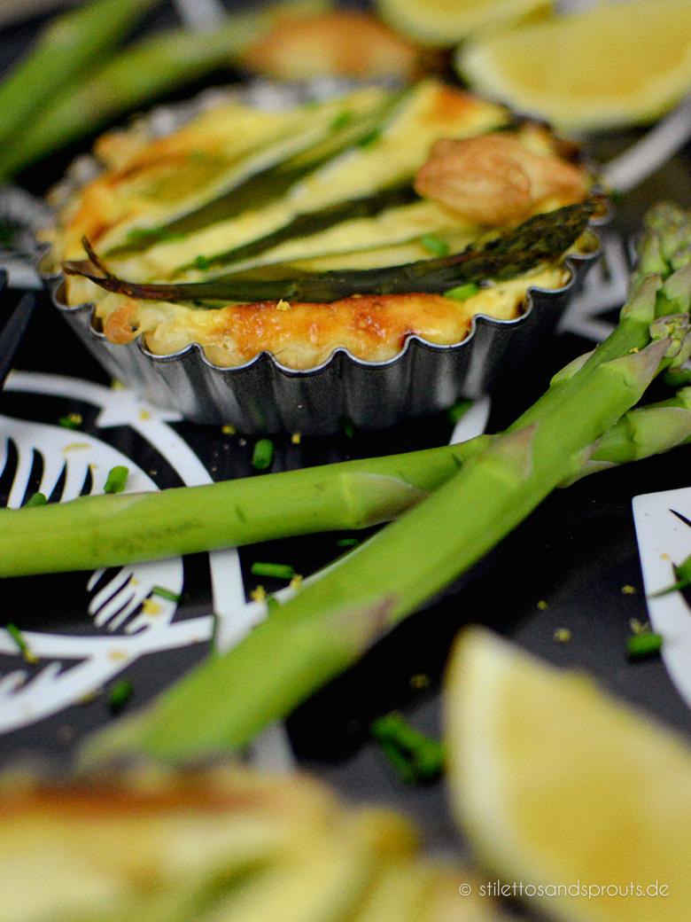 Spargel-Tartelettes mit Blätterteig und Ziegenkäse