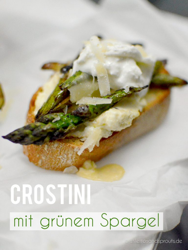 Ciabattabrot mit einer raffinierten Knoblauch-Käse-Creme und grünem Spargel