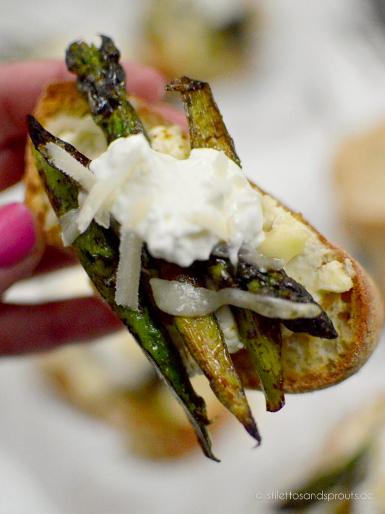 Fingerfood mit Spargel: Crostini mit gegrilltem grünen Spargel