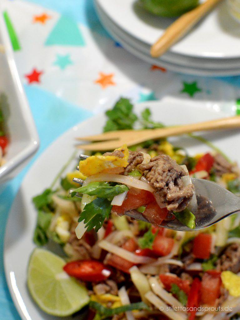 Schnell und einfach zu machen ist dieser exotische Salat mit Hack und Gemüse