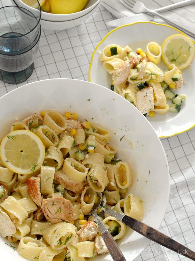 Extrem schnell gemacht und super einfach: Der Salat mit Pasta und Hühnchen