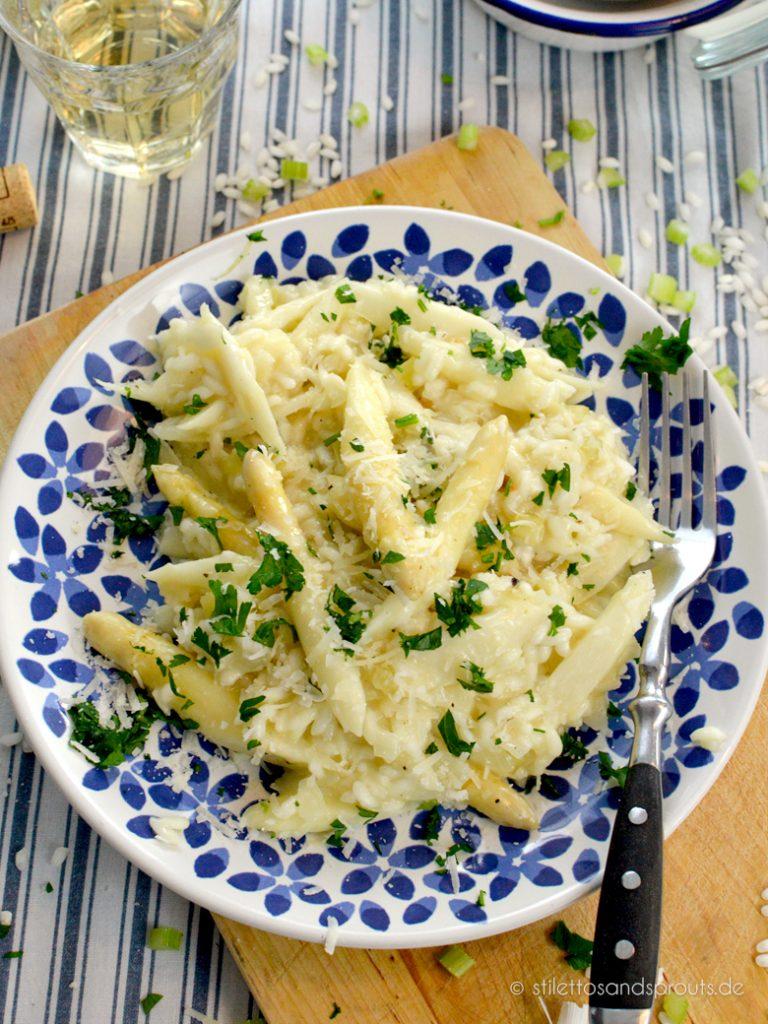 Spargelrisotto mit weißem Spargel und Parmesan