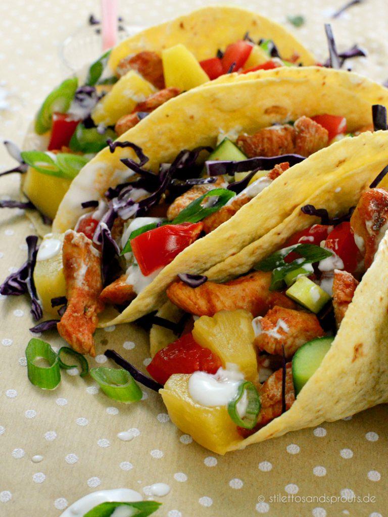Erfrischend und knackig sind diese weichen Tacos mit Hähnchenfleisch
