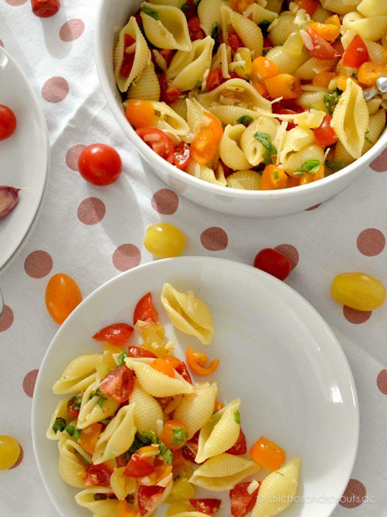 Sieht hübsch aus und schmeckt: italienischer Nudelsalat