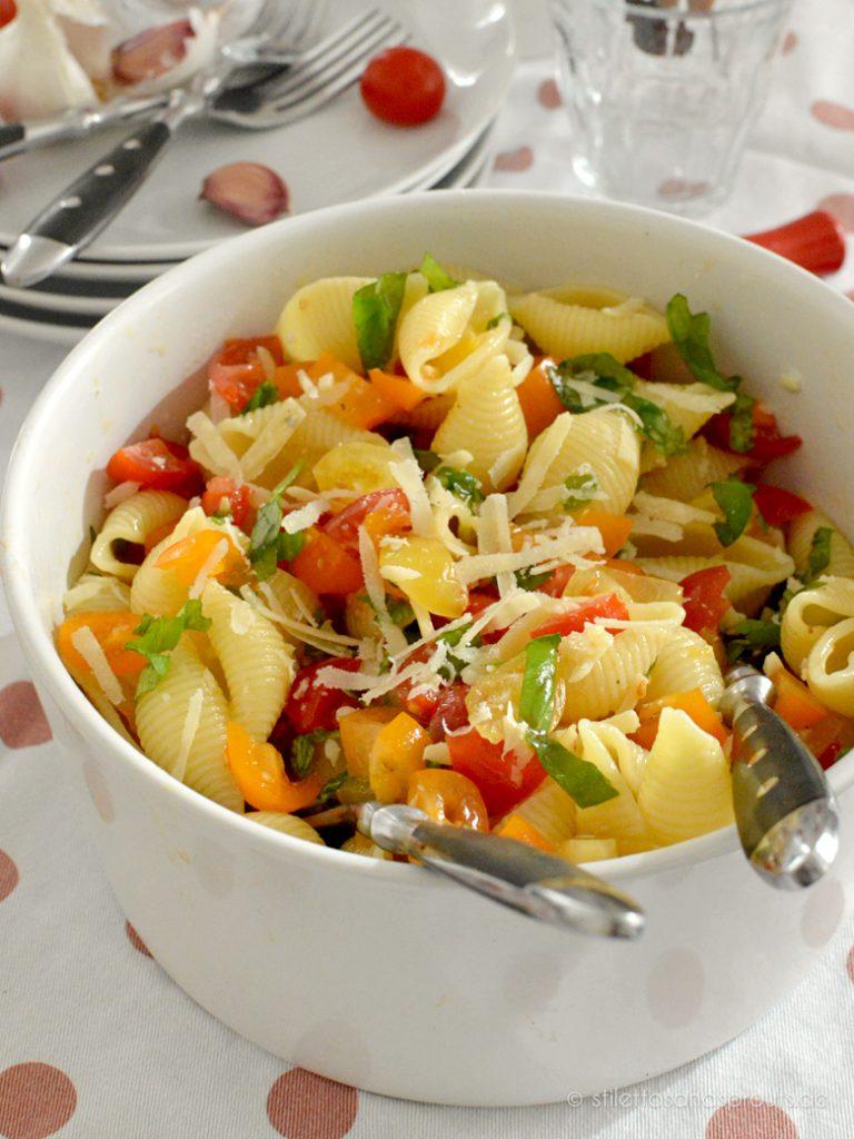 Es braucht nicht viele Dinge für einen super leckeren, leichten Nudelsalat
