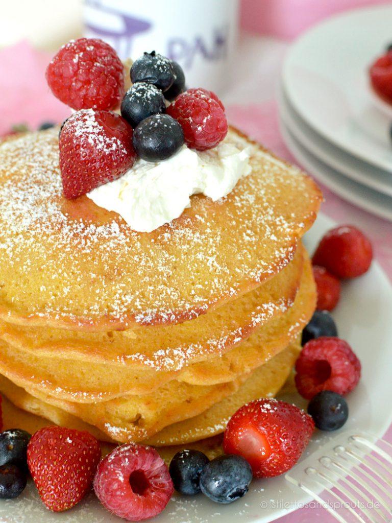 Das Frischkäse-Topping wird ganz easy aus Frischkäse und etwas Zitronensaft angerührt