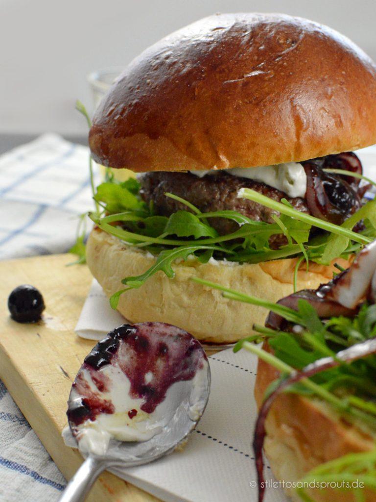 Rucola passt zum Blue Cheese Burger
