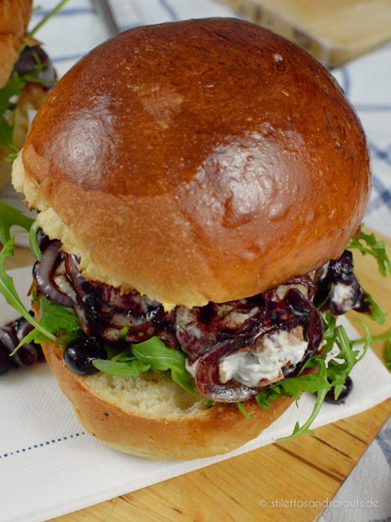 Herrlich saftig ist dieser Blue Cheese Burger