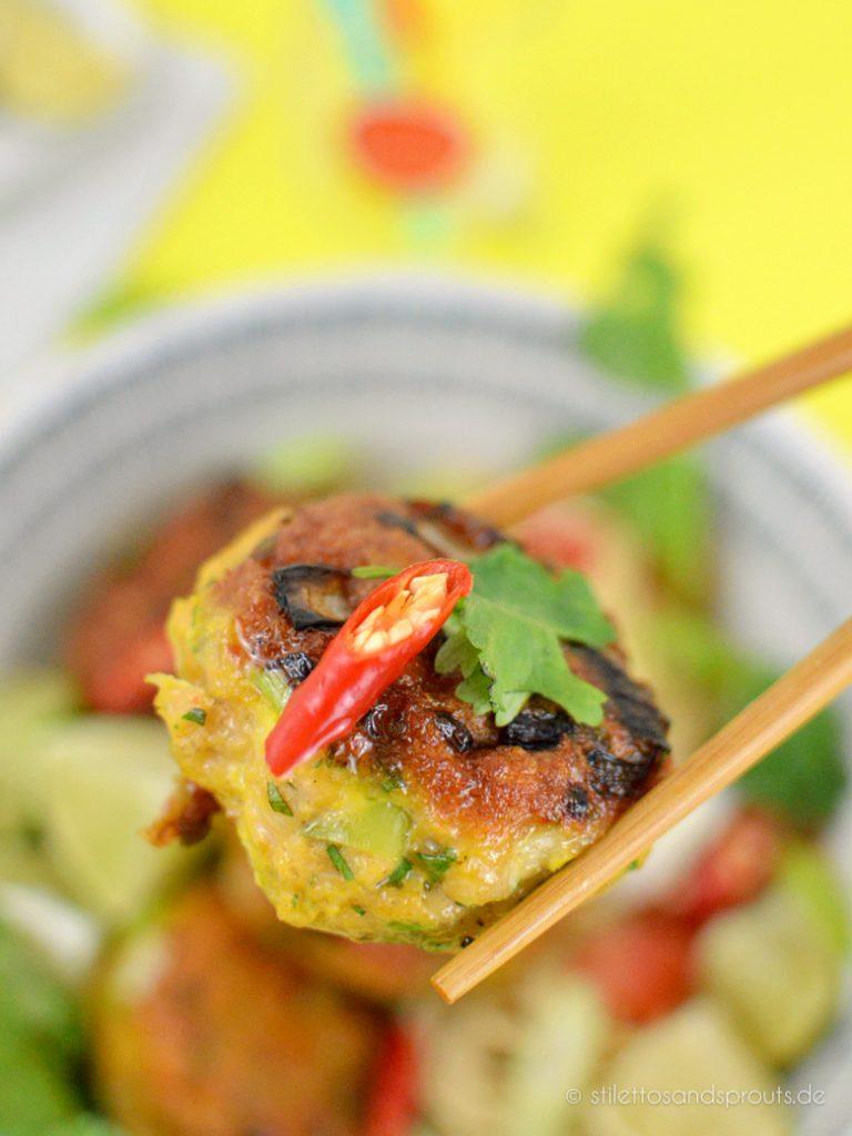 Asiatische Fischfrikadellen mit Chili und rotem Curry