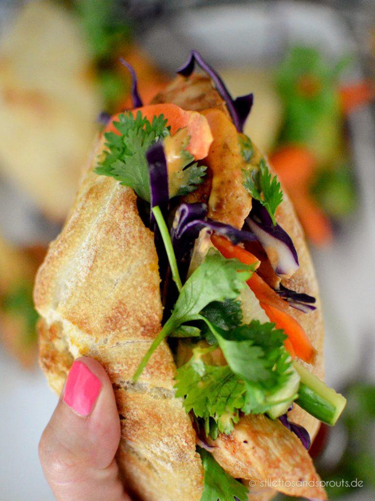 Vietnamesisches Baguette mit lauter gesunden Zutaten