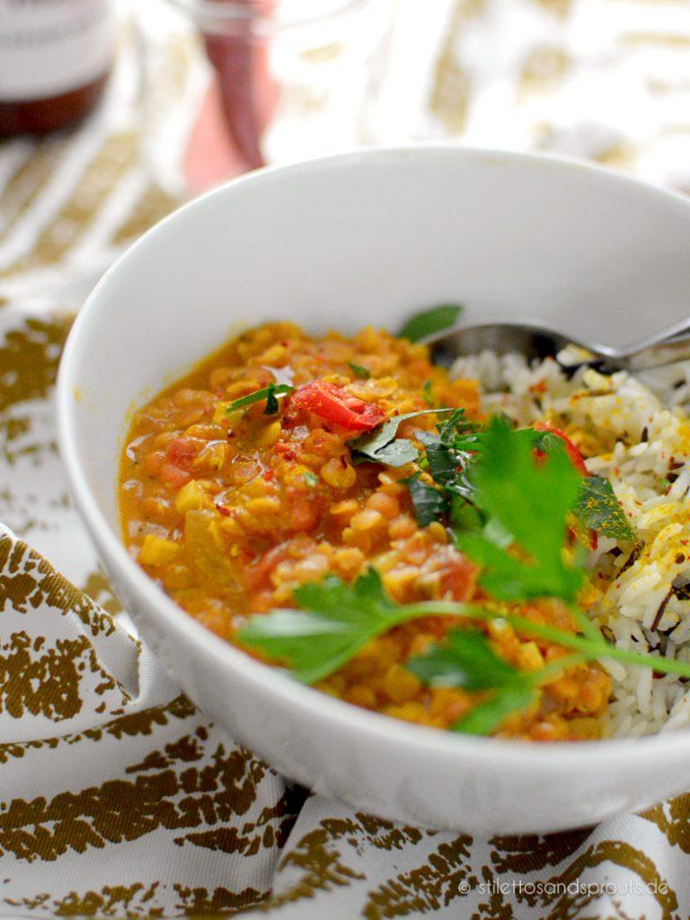 Vegetarisches Linsen Dal mit Reis