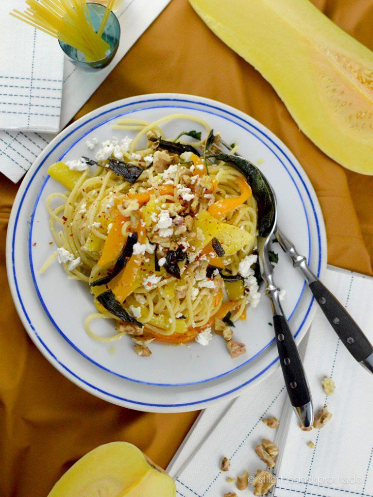 Vegetarische Pasta mit Kürbis und Feta