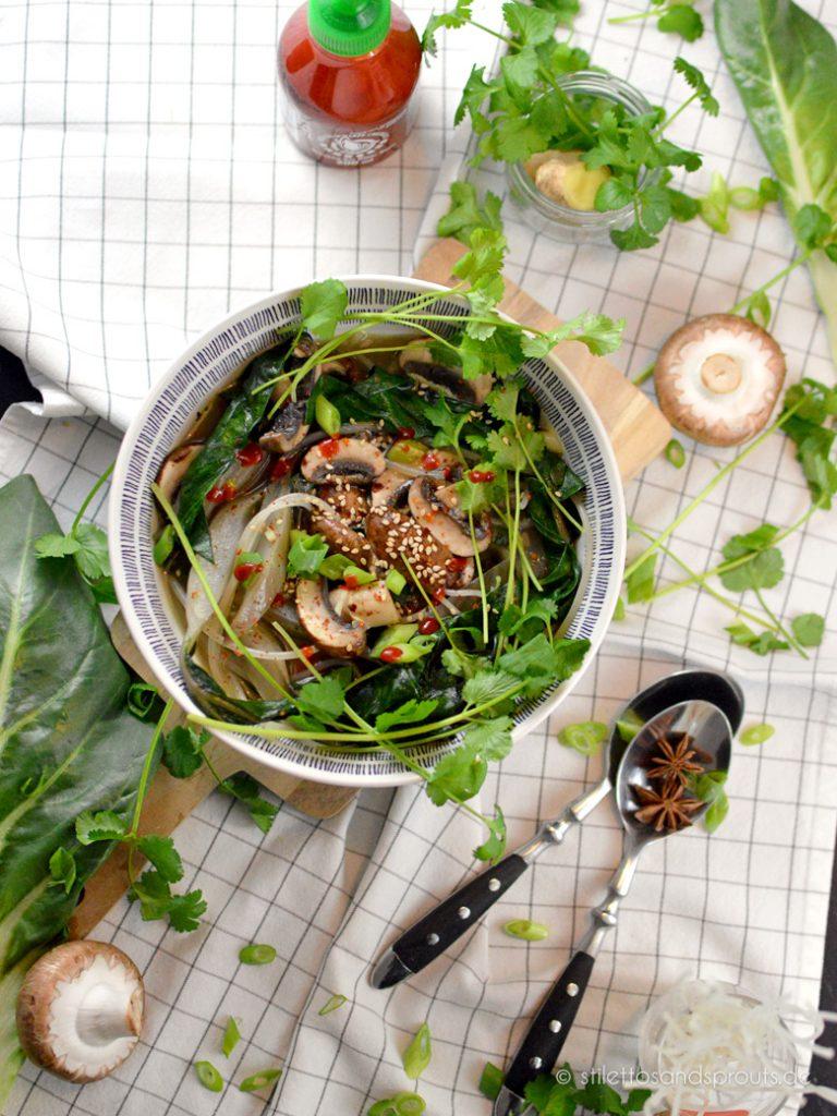Vegane Asia Nudelsuppe mit Gemüse