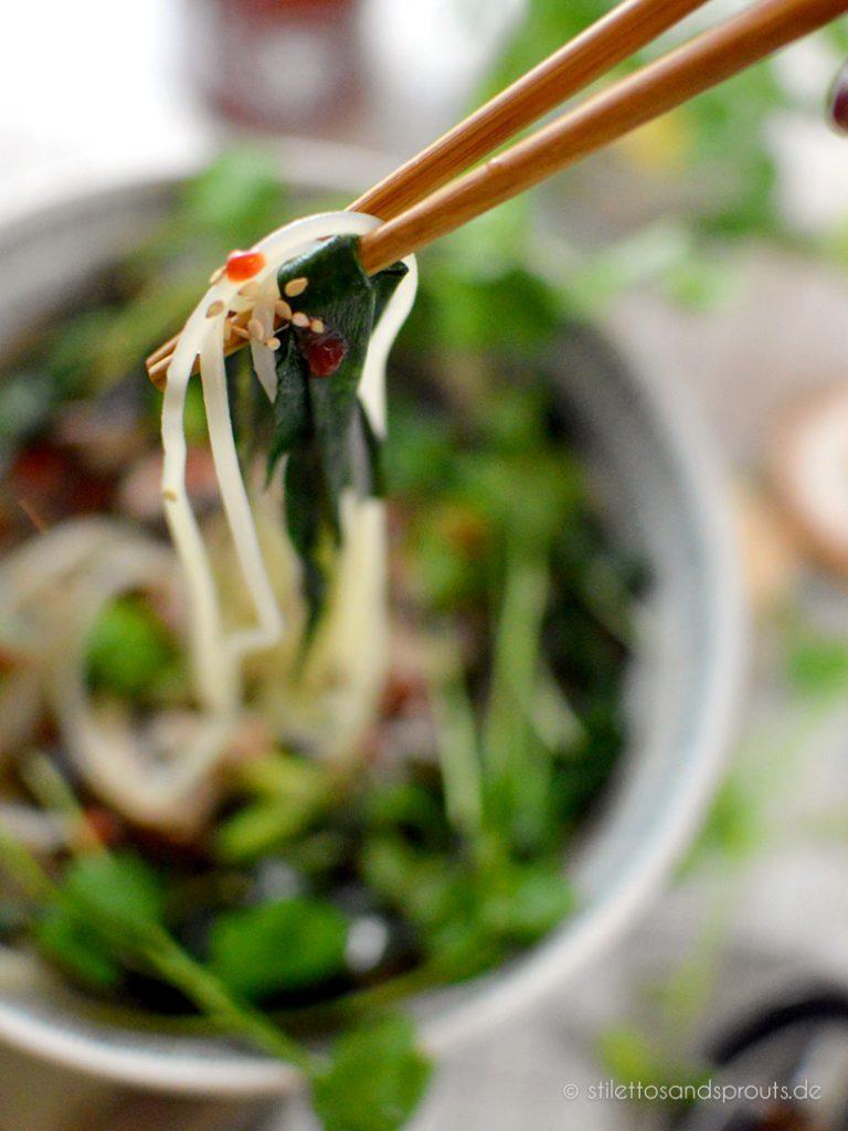 Gewürzt wie das asiatische Gericht zum Schluss mit Sriracha Sauce