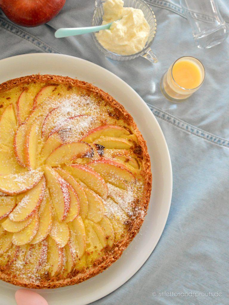 Apfelkuchen mit Eierlikör und Puderzucken