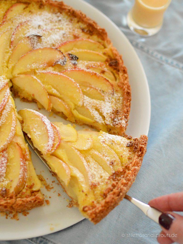 Kuchen mit Äpfeln und Eierlikör