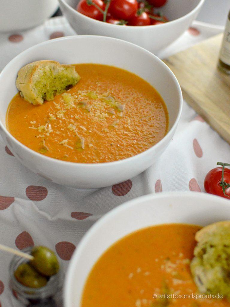 Cremige mediterrane Tomatensuppe mit Käse