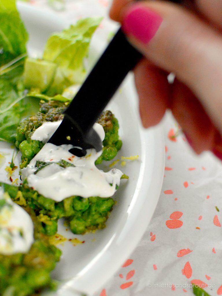 Vegetarisches Rezept mit Tiefkühl-Erbsen als Puffer aus der Pfanne