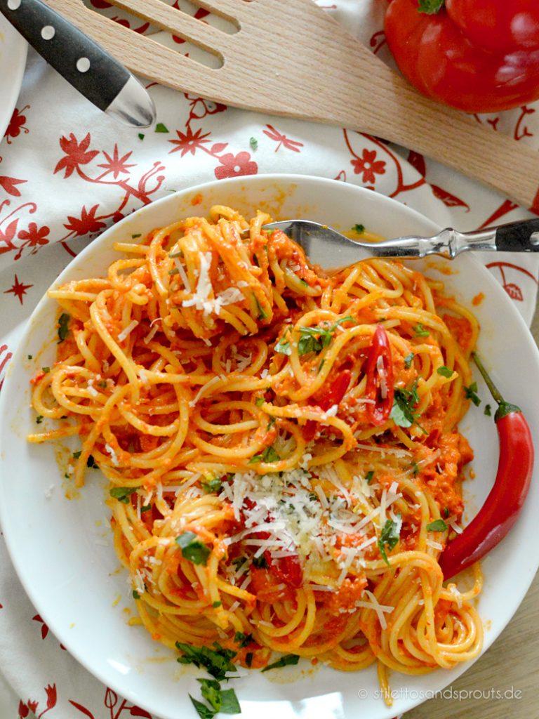 Ein Teller Paprika-Pasta