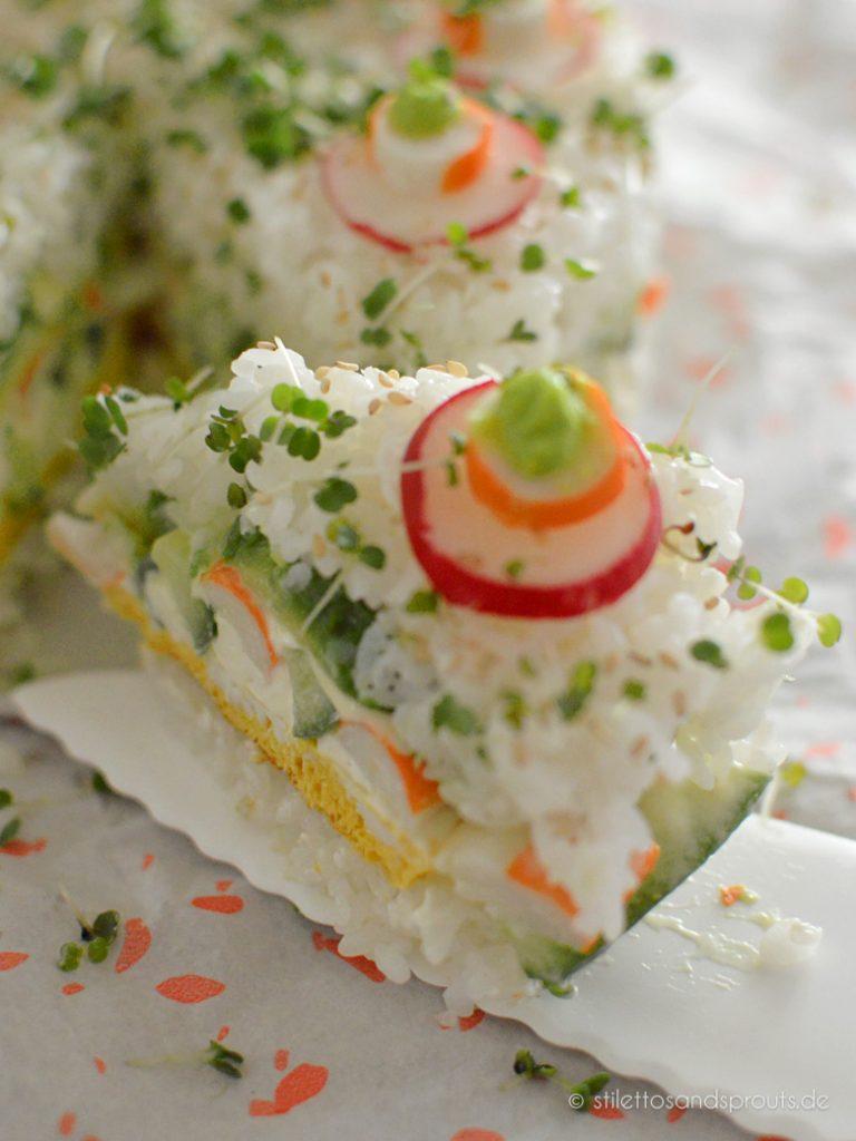 Ein Stück Sushi-Torte