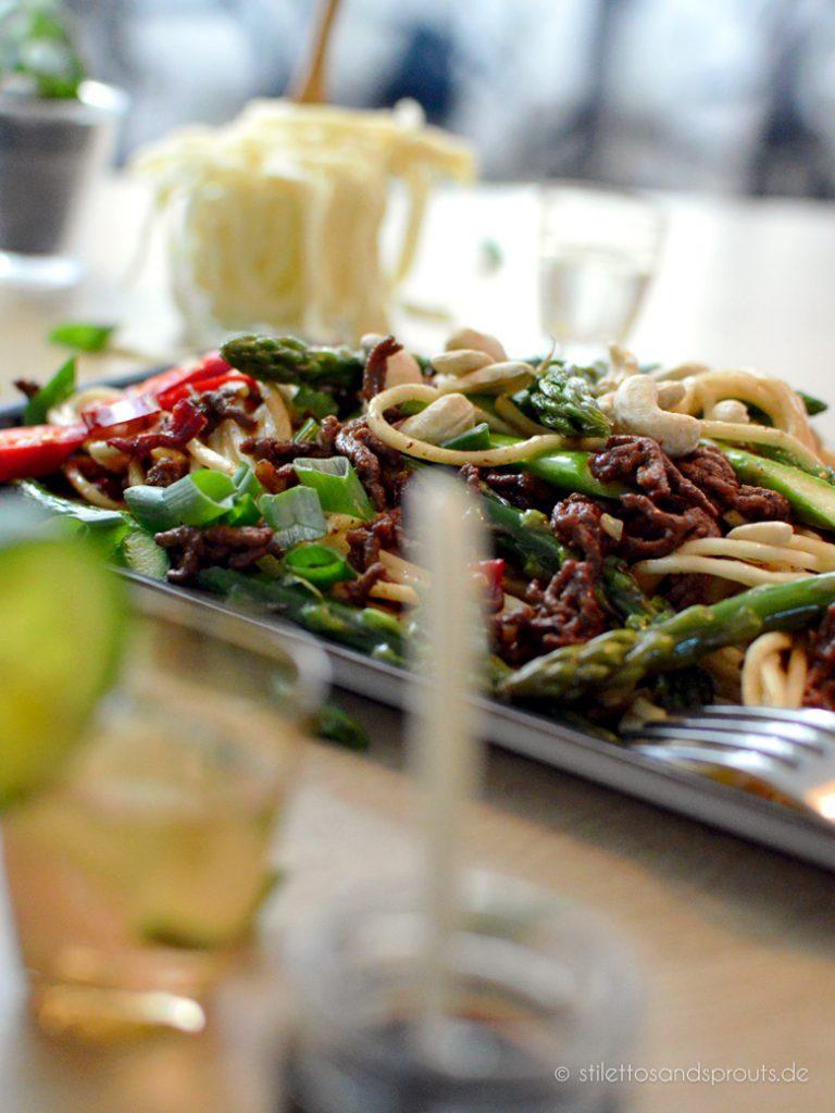 Spargel chinesisch mit Sojasauce und Hackfleisch