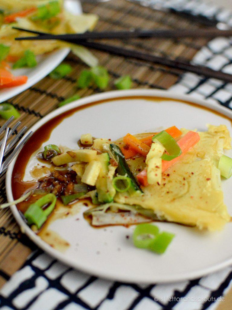 Pfannkuchen asiatischer Art mit Gemüse
