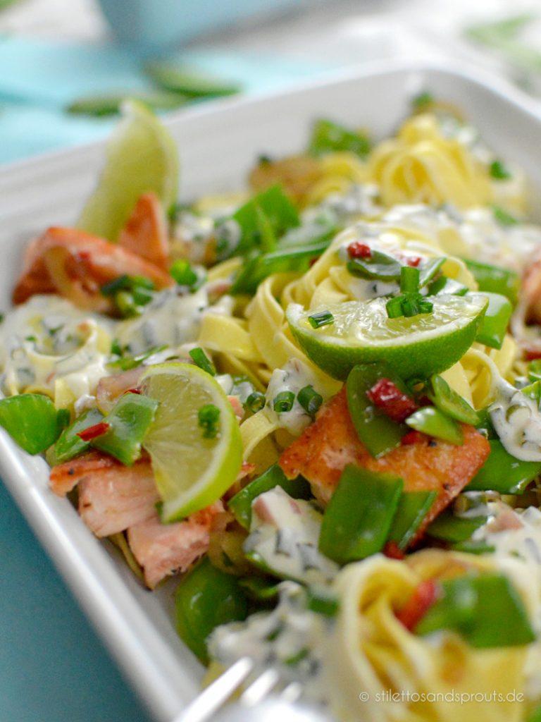 Nudeln mit Fisch und Gemüse in exotischer Limettensauce