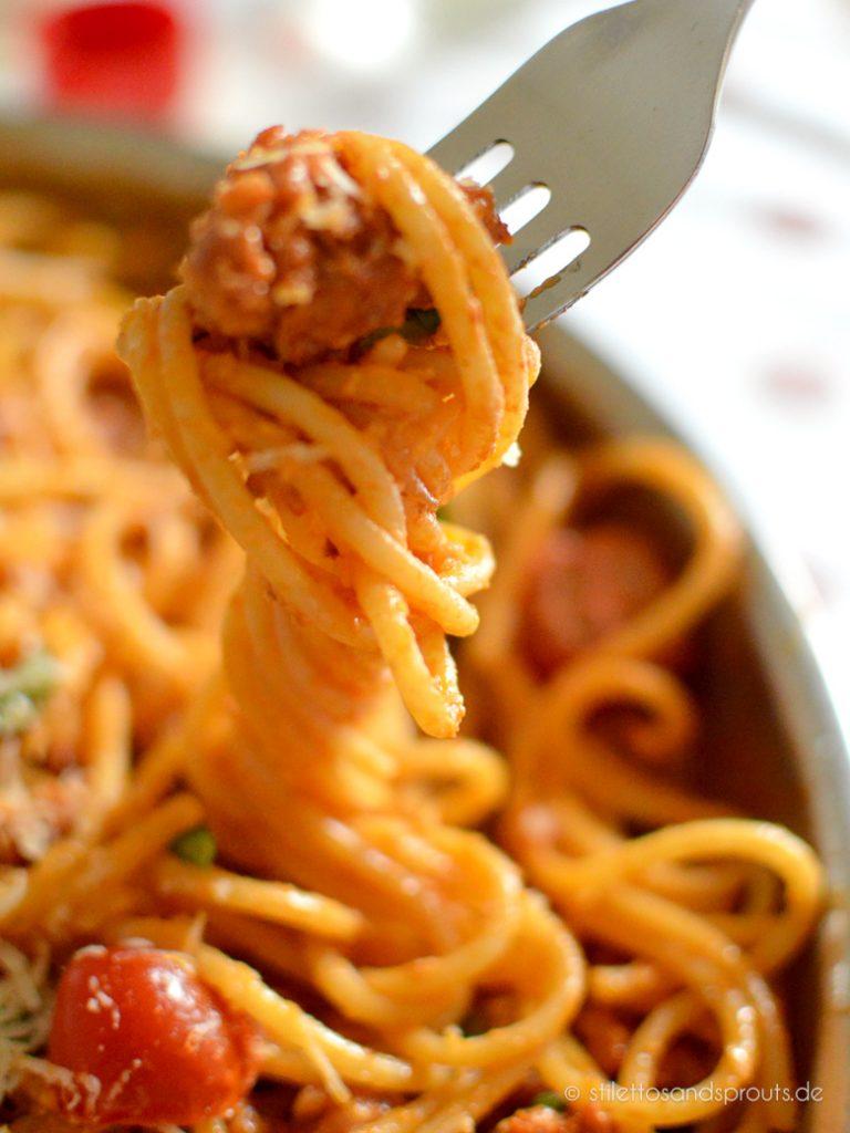 Salsiccia-Rezept mit langer Pasta und Tomatensauce